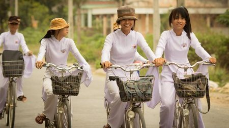Delta_Schoolgirls-vietnamese-girls-cycling